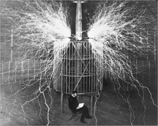 nikola-tesla-and-his-wardenclyffe-tower-and-laboratory4